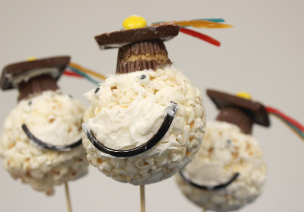 graduation-party-desserts_grad-cap-popcorn-ball-closeup