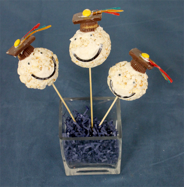 graduation-party-desserts_grad-cap-popcorn-ball