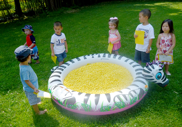 pool-of-popcorn-scavenger-hunt-kids-2