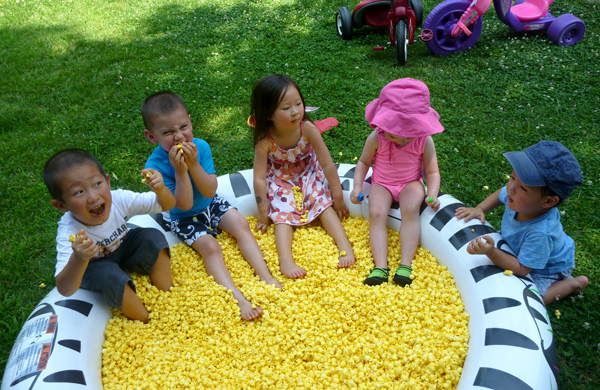 pool-of-popcorn-scavenger-hunt-kids-4