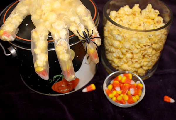halloween-crafts-for-kids-diy-popcorn-witch-hands-1
