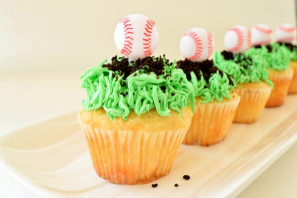baseball-snacks-field-cupcakes